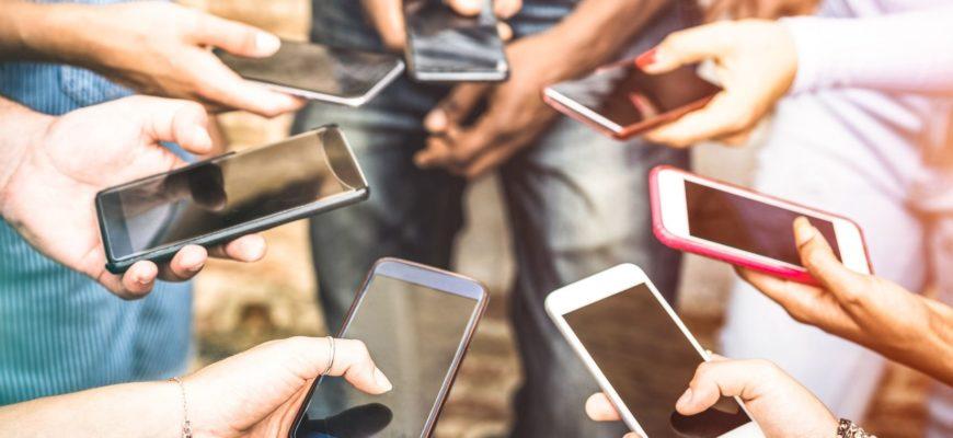 смартфоны в рука
